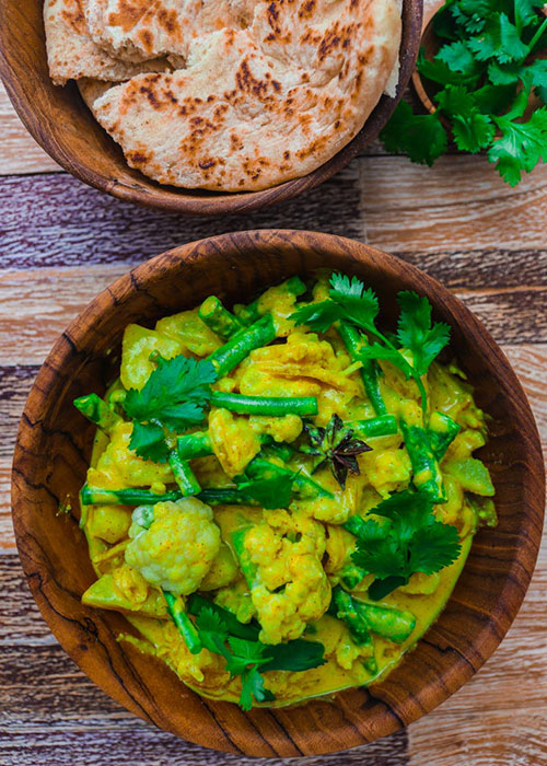 indisches-blumenkohl-curry-naan-brot
