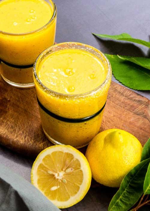 Gelber Smoothie mit Honigmelone Kurkuma und Mango (1 von 4)