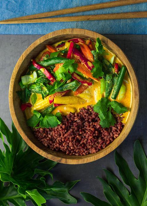 gelbes-curry-roter-reis-koriander