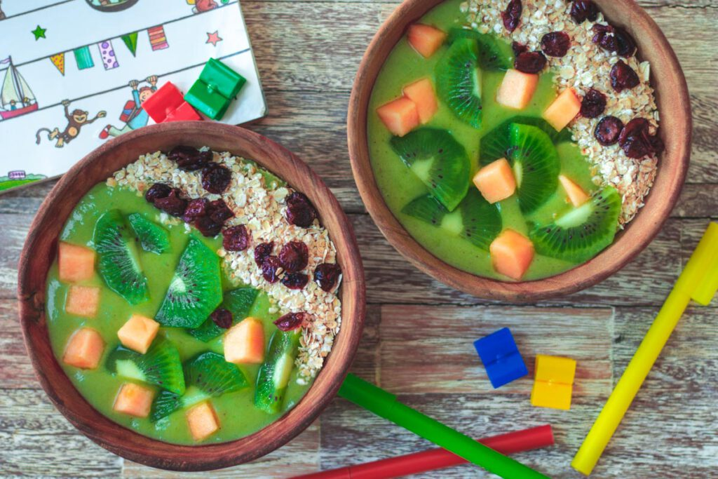 kinder-smoothie-bowl-erbse-kiwi