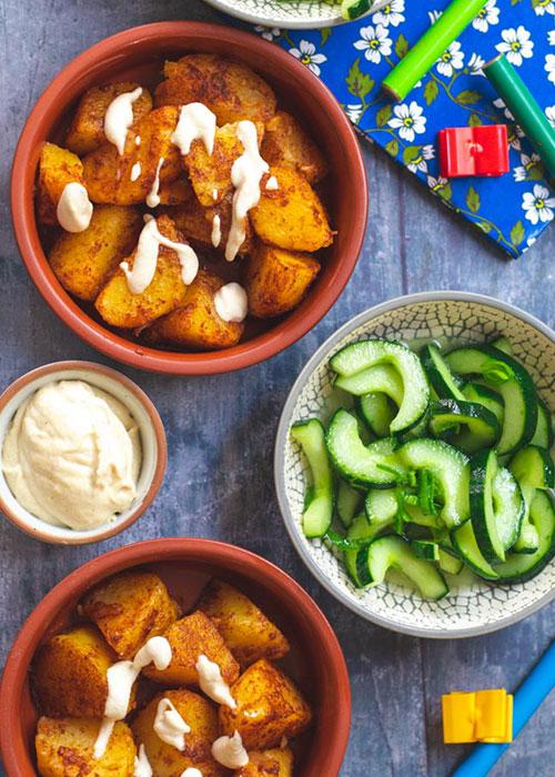 ofenkartoffeln-veganer-schmand-gurkensalat