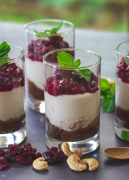 raw-cheesecake-cranberries