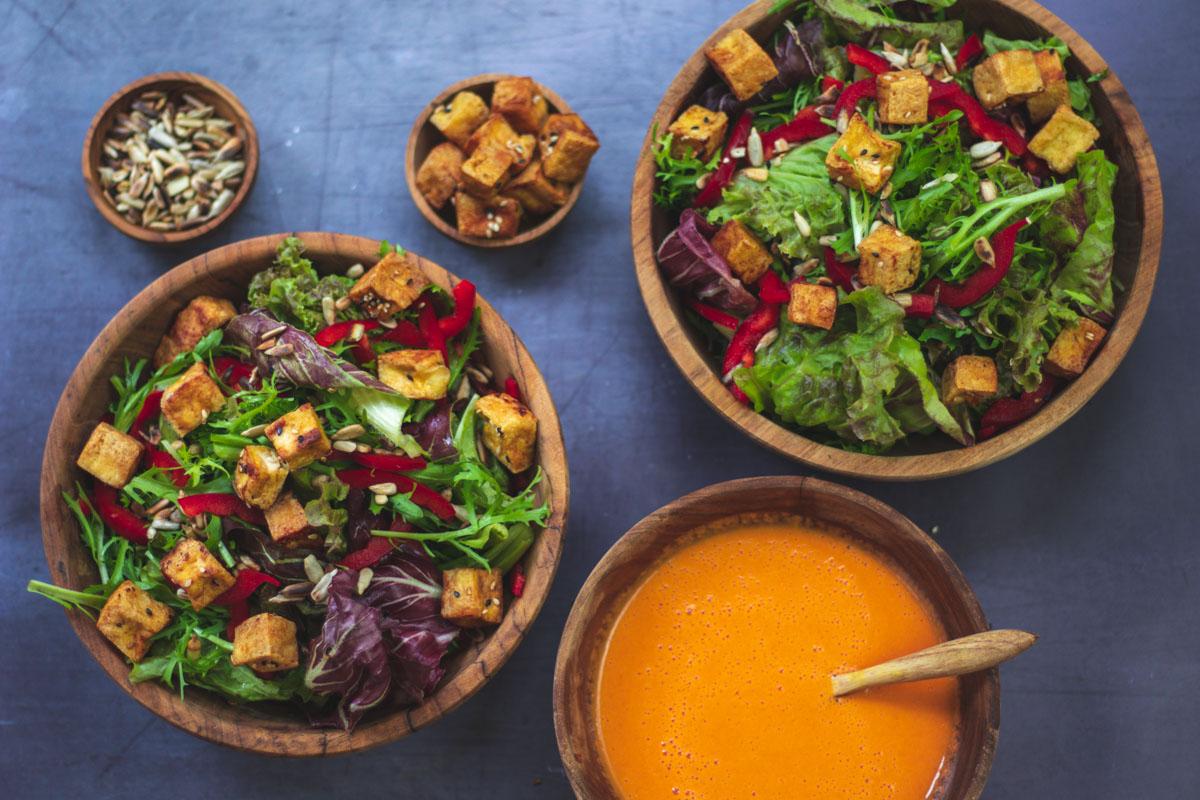 tofu-blattsalat-paprika-tomatendressing